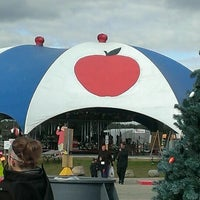 Photo taken at Klackle's Orchard by Cesi R. on 10/25/2013