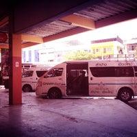 Photo taken at สถานีขนส่งผู้โดยสารเชียงใหม่ แห่งที่ 2 (อาเขต) Chiangmai Bus Terminal 2 (Arcade) by MOCHI🌸 on 4/25/2013