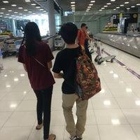 Photo taken at Baggage Claim 5 by Ticha K. on 11/26/2015