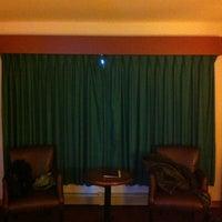 Photo taken at Howard Johnson Dutch Inn by Le Moussonneur on 12/6/2012