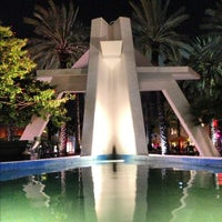 Photo taken at Lincoln Road Mall by Bets Z. on 10/27/2012