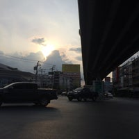 Photo taken at Si Udom Intersection by Plammizz T. on 10/14/2016