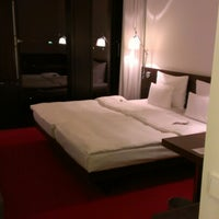 Photo taken at Empire Riverside Hotel by Steffi P. on 9/24/2012