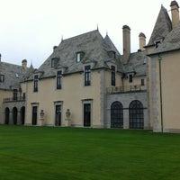 Photo taken at Oheka Castle Hotel & Estate by Gì C. on 10/4/2012