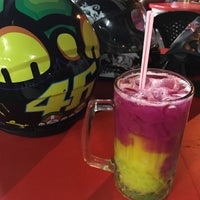 Photo taken at Amat Burger & Jus Buah Gelas Besar by Wan S. on 12/7/2016