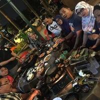 Photo taken at D'Kayangan Buffet Steamboat by Farezyanna O. on 5/13/2016