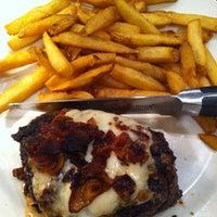 Photo taken at LongHorn Steakhouse by Edgardo on 9/25/2013