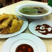 Photo taken at Restoran Home Town Yong Tow Foo by Syakirin I. on 3/1/2013