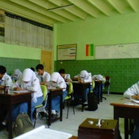 Photo taken at SMA Negeri 2 Kediri by Nikmah N. on 9/25/2012