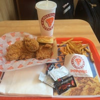 Photo taken at Popeyes Louisiana Kitchen by Victor M. on 6/6/2015