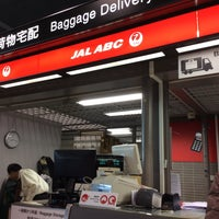Photo taken at 成田空港第2ターミナル JAL ABC 手荷物託配カウンター by slys on 2/10/2016