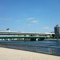 Photo taken at 隅田川テラス 日本IBM本社事業所前 by むった on 9/23/2015