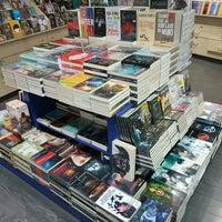 Photo taken at Librerías Crisol by Ricardo C. on 9/30/2016
