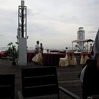 Photo taken at Harbour Bay Seafood Restaurant by keken s. on 11/22/2012