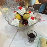 Photo taken at Swensen's by B.beaut . on 8/12/2016