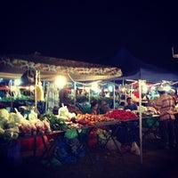 Photo taken at Pasar Malam Sinsuran (Night Market) by William Lye Wei Wern on 6/7/2013