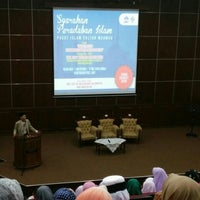 Photo taken at Auditorium Perpustakaan Sultanah Nur Zahirah, UMT by Shamimi D. on 5/11/2016