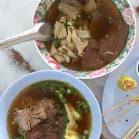 Photo taken at เจ๊ไฝ ก๋วยเตี๋ยวเป็ด by Nares V. on 4/12/2015