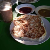 Photo taken at Roti Canai D'Bukit by Aidin I. on 8/18/2013