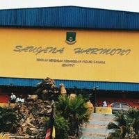 Photo taken at Sekolah Menengah Kebangsaan Padang Saujana by Beqa J. on 8/25/2015