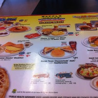 Photo taken at Waffle House by Goldie on 2/1/2014