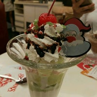 Photo taken at Swensen's by nan n. on 12/4/2016