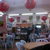 Photo taken at Restaurant Kiong Kee by Keegan F. on 12/18/2012