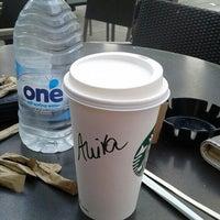Das Foto wurde bei Starbucks von Anita N. am 7/10/2016 aufgenommen