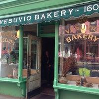 Photo taken at Birdbath Neighborhood Green Bakery by Thiago M. on 5/19/2014