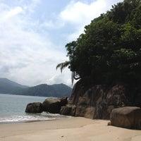 Photo taken at Ilha Dos Porcos by Viviam C. on 3/9/2013