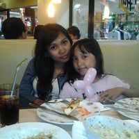 Photo taken at Pizza Hut by Bagus P. on 3/13/2013