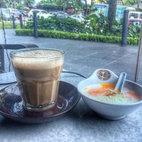 Photo taken at OldTown White Coffee by Sohoque I. on 10/26/2016