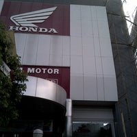 Photo taken at PT. Mitra Pinastika Mulia (MPM) HONDA by Navy N. on 5/20/2013