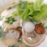 Photo taken at Sia Fish Noodle by Nakprad K. on 8/3/2016