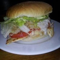 Photo taken at Paradise Sandwicheria by Pablo Cesar S. on 5/17/2013
