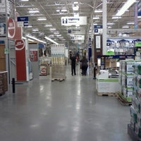 Photo taken at Lowe's Home Improvement by Ricky B. on 10/15/2012