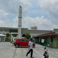 Photo taken at Masjid Kompleks Pertanian Serdang by Khairi A. on 10/21/2016