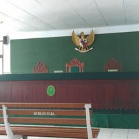 Photo taken at Pengadilan Negeri Kelas IA Bale Bandung by Rendra W. on 2/13/2015