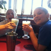 Photo taken at Red Robin Gourmet Burgers by Heidi B. on 7/24/2013