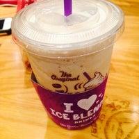 Photo taken at The Coffee Bean & Tea Leaf by HyunMi A. on 9/22/2014