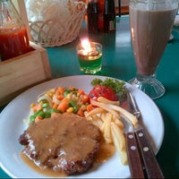 Photo taken at Cwie Mie Malang / Roellie's Steak by Mita N. on 4/14/2013