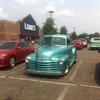 Photo taken at Lowe's Home Improvement by Wesley S. on 6/23/2013