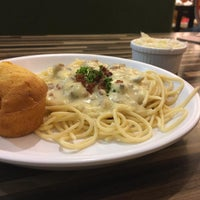 Photo taken at Kenny Rogers by Chazeilyn G. on 9/4/2016