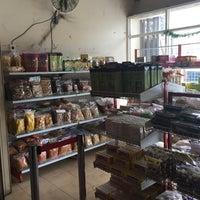 Photo taken at Bakpia Kurnia Sari by Maulida Fitria D. on 12/25/2015
