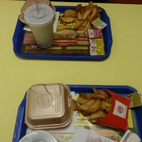 Photo taken at Burger King by Jãlè👑 on 3/2/2013