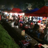 Photo taken at Pasar Malam Taman Andalas by Chongy D. on 3/15/2016