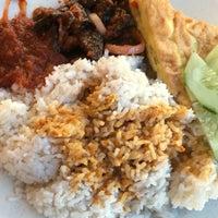 Photo taken at Restoran Teratak Ibunda by Marzuki A. on 9/1/2016