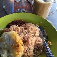 Photo taken at Restoran Teratak Ibunda by Marzuki A. on 8/11/2016