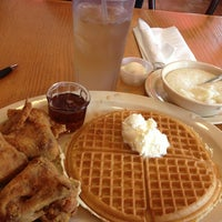 Photo taken at Roscoe's House of Chicken and Waffles - Long Beach by Yvette C. on 3/18/2013
