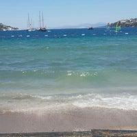 Photo taken at Butik Han Beach Otel by Özgül on 7/5/2016